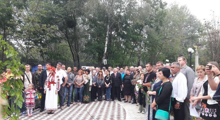 У святковий ранок вшанували тих, хто віддав життя за Україну